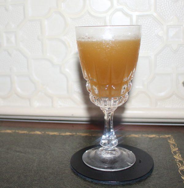 """Wenn man einen Drink erfindet und dann gesagt bekommt, das es den schon gibt Vito Nicotra zeigt mit dem Namen seines Drinks schon eine gehörige Portion Selbstironie, denn als er seinem Barchef """"seine"""" Erfindung präsentierte, schaute der ein wenig komisch und erzählte Vito, dass der Drink bereits seit 1922 existiert. Sein damals erfundener Cognac Sour entpuppte sich als SideCar und ließ Vito seitdem nicht mehr los. Mit seiner Variation schafft er nun einen leichten Twist, der das Beste aus dem Drink herauskitzelt, dabei beruft er sich auf den Ursprung: die Weintraube. Oben auf den Drink sprüht er noch ein wenig Orangenblütenwasser und Voilá! Mit diesem Drink gewann er den deutschen Vorentscheid des Merlet SideCar Competition 2015 und wird Deutschland beim internationalen Finale repräsentieren."""
