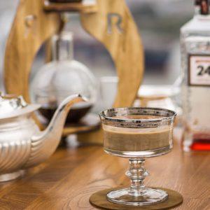 Der Bar Tea soll die Zeit zwischen Tea Time und Barzeit auffüllen. Eine schöne Idee mit würzig-dezenten Noten.